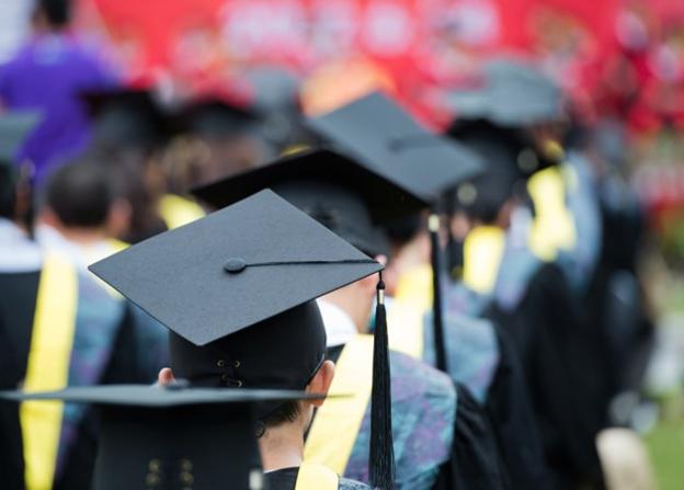 Fresh Grad Bergaji Rendah, Pilih Lanjut atau Resign?