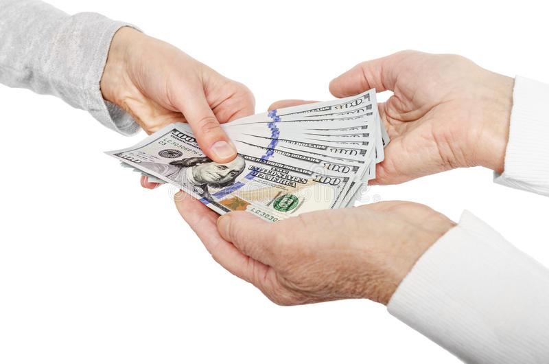 Setelah Memiliki Penghasilan, Haruskah Memberi Uang ke Orangtua?