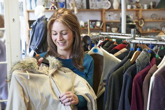 Hemat Banyak, Ini Tips Beli Baju Thrift dan Preloved