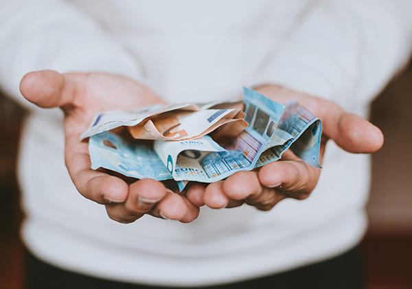 Jangan mudah pinjamkan uang.