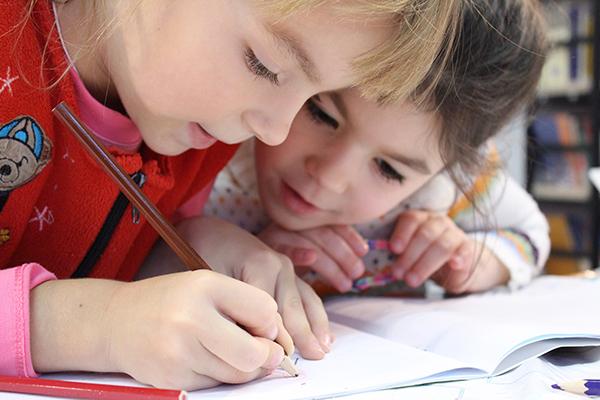 Asuransi pendidikan bisa menjadi pilihan untuk persiapkan dana pendidikan untuk anak.