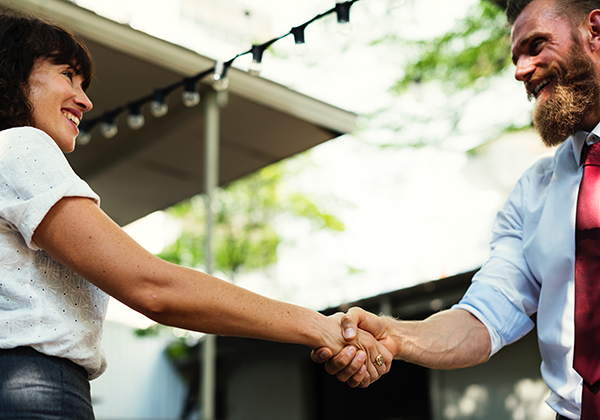 Jaga hubungan dengan customer.
