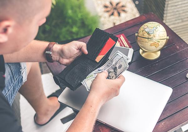 Masih ada tagihan kartu kredit.